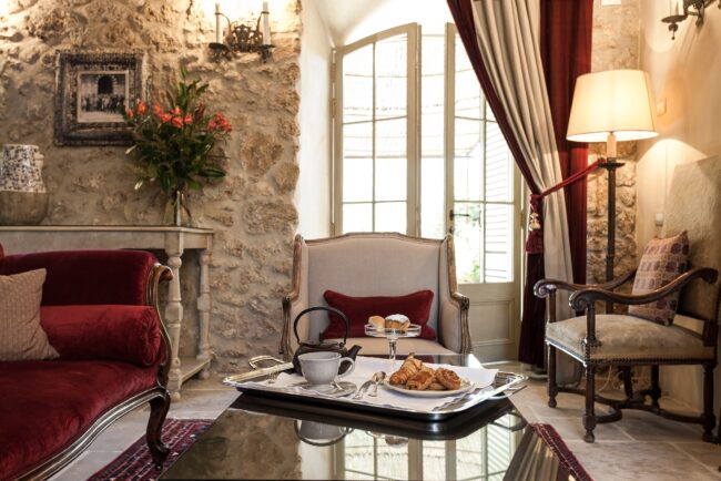Luxury wedding hotel tuscany livingroom