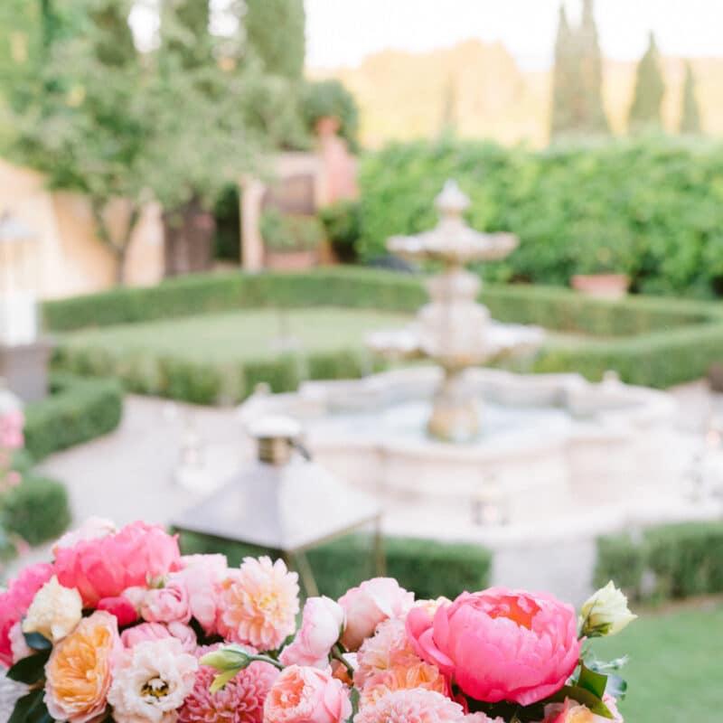 Outdoor wedding in Italy in an intimate garden
