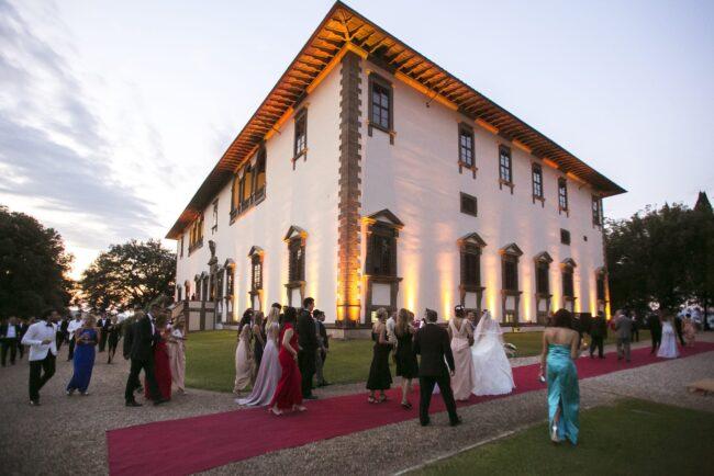 Luxury villa in Italy for outdoor wedding