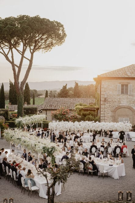 Outdoor wedding in Tuscany with white theme
